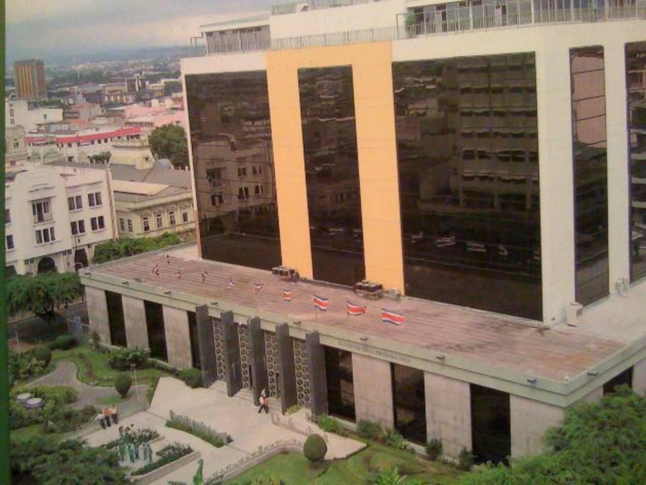 Edificio del Banco Central de Costa Rica (BCCR) en San José. El BCCR ha impuesto límites al crecimiento del crédito que según los bancos frenan el crecimiento económico.