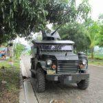 Este vehículo blindado está desplegado en la urbanización Nuevo Lourdes, cantón del mismo nombre. Foto EDH / Jorge Beltrán.