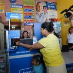 Para los beneficiados de los municipios, el servicio les permite agilizar trámites y reducir tiempos. FOTOS EDH / DOUGLAS URQUILLA