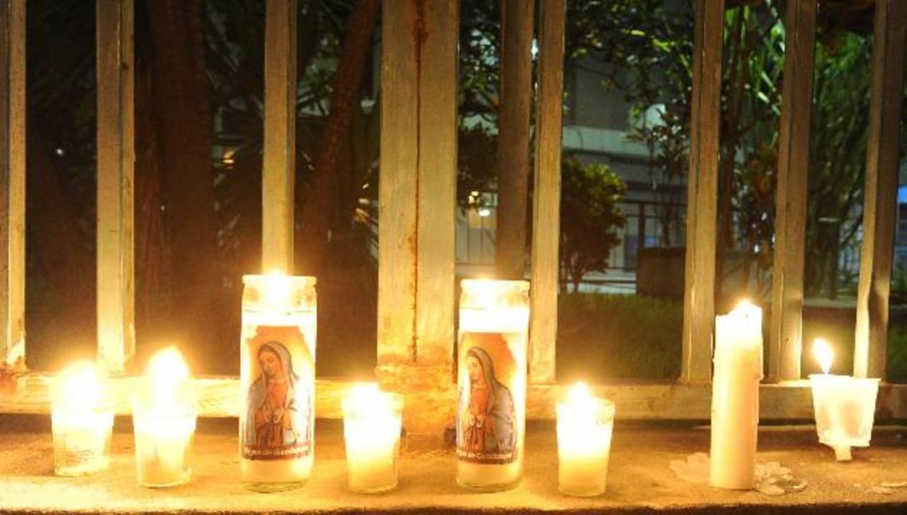 Días atrás, el grupo en pro de la salud de Waldemar convocó a una oración en la plaza Salvador del Mundo. FOTO EDH