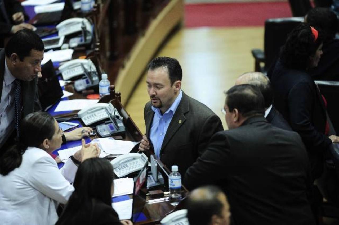 """Asamblea publica decreto que castiga """"desprestigio"""" a candidatos"""