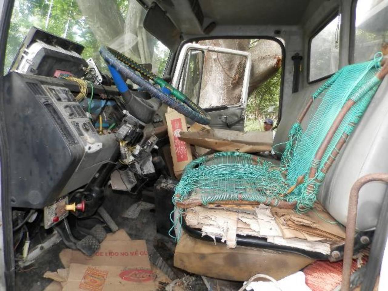 El Sindicato de Trabajadores Municipales de Acajutla denunció la falta de recursos materiales en el área de servicios municipales. Camiones, tractores y escobas están en pésimo estado.fotos edh / Milton Jaco