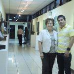 Dinorah Preza y Alberto Merino junto a sus obras en la Senda de las Artes en la Asamblea Legislativa.