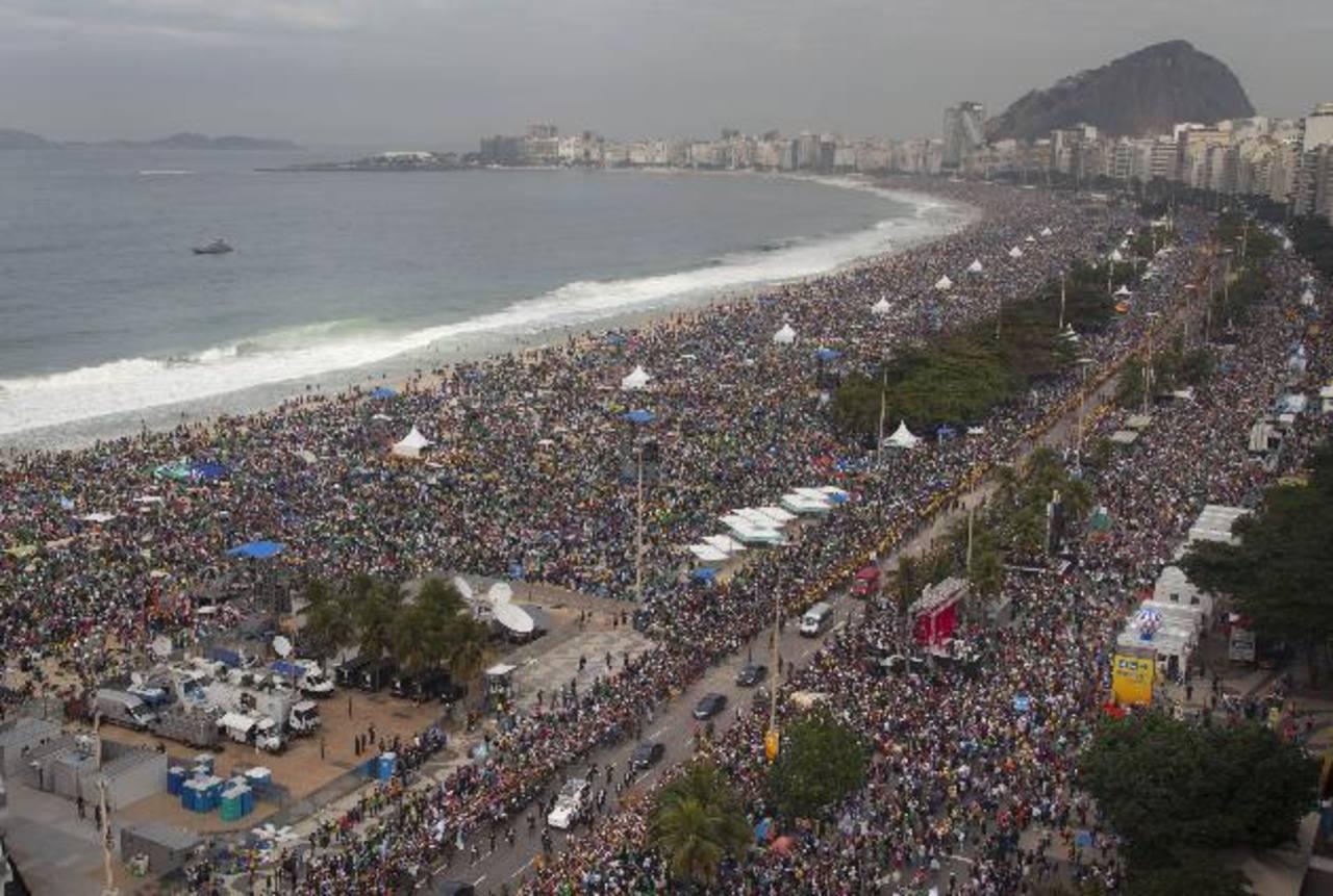 Multitudes participaron de la misa de clausura de la Jornada Mundial de la Juventud. Foto/ AP