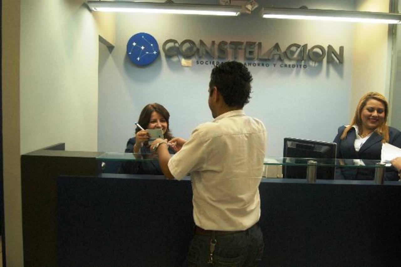 Constelación cuenta con una sucursal en Plaza Mundo y otra en La Joya. Foto EDH/cortesía