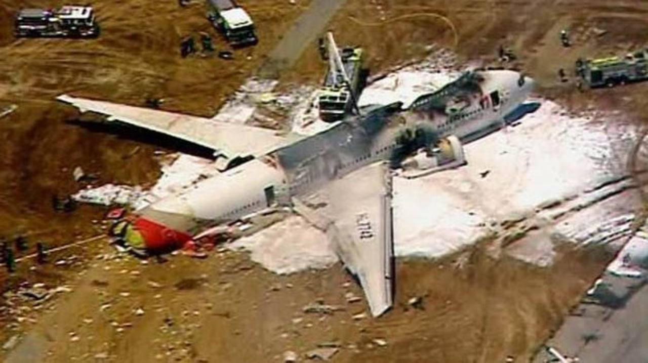 Dos muertos y 130 heridos en accidente de Boeing 777