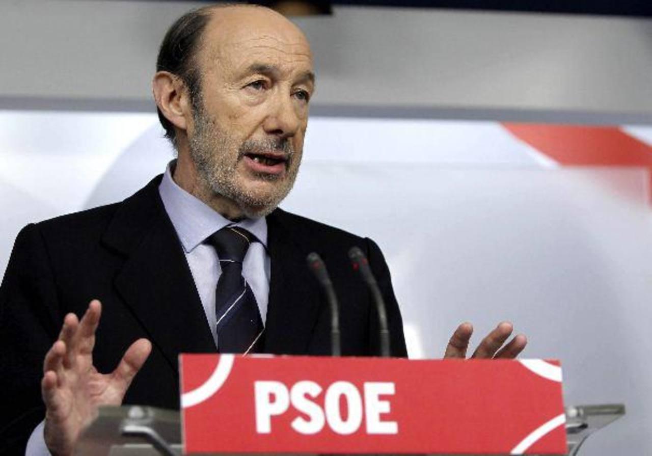 El secretario general de PSOE Alfredo Pérez Rubalcaba durante la conferencia de prensa. Foto EDH