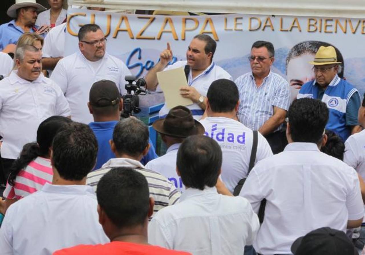 El candidato por Unidad estuvo ayer en Guazapa, donde además prometió seguridad, empleo y orden. FOTO/CORTESÍA