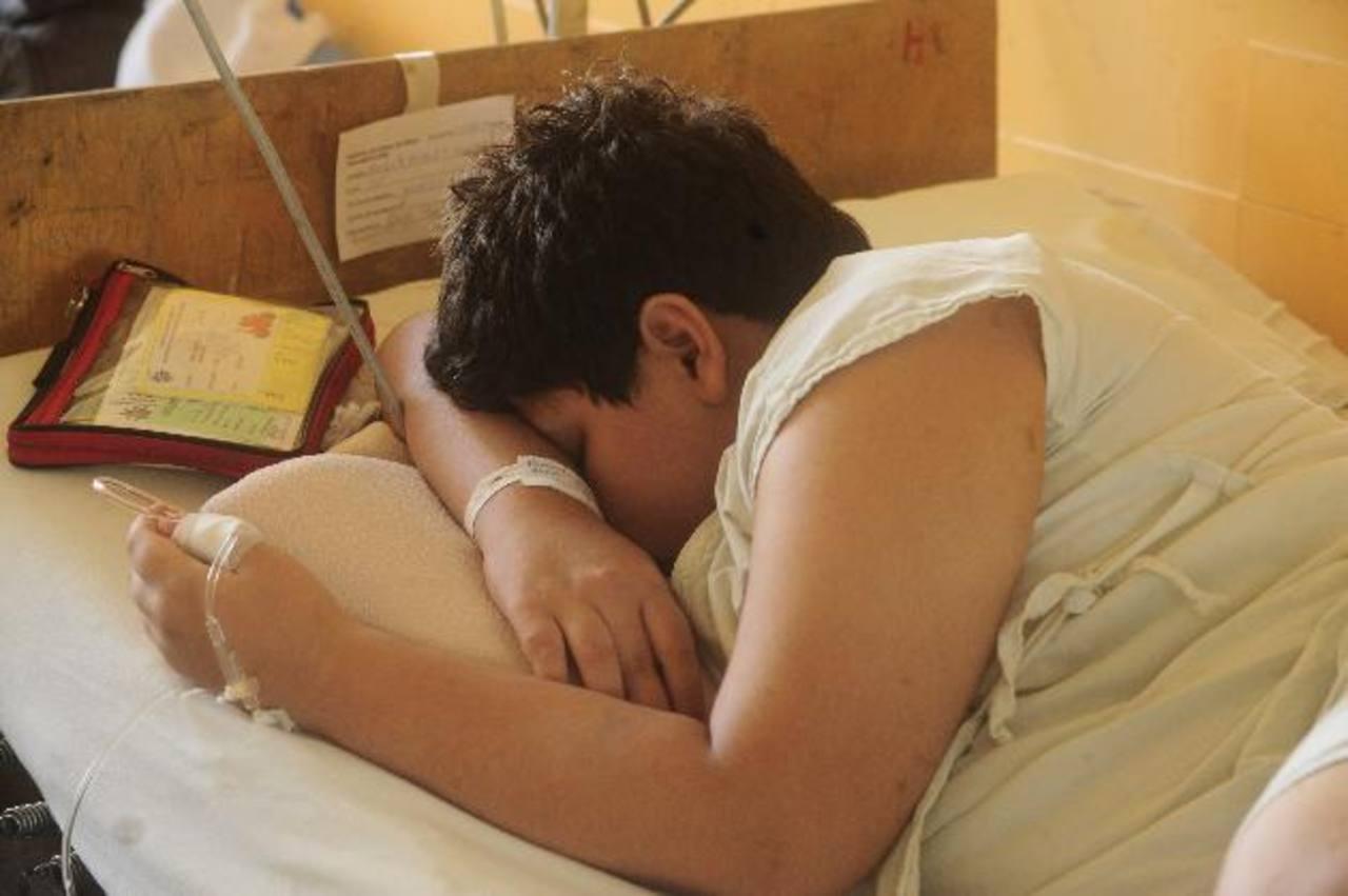 Un niño con hemofilia permanece en el hospital Bloom.