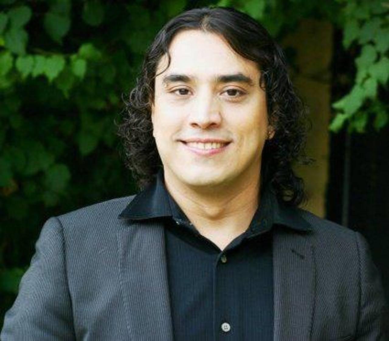 El cantante salvadoreño vuelve con una nueva propuesta musical.