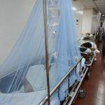 Joven con signos de dengue en la Emergencia del Zacamil.
