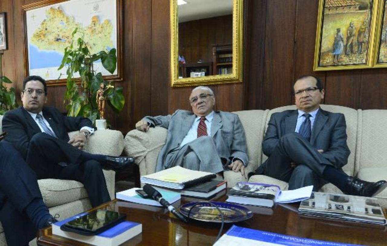Los magistrados Rodolfo González, Belarmino Jaime y Sidney Blanco frenaron el viernes un intento de desintegrar la Sala de lo Constitucional. Foto EDH / Archivo