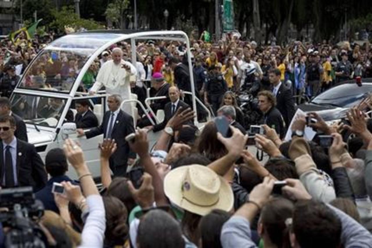 Papa pide a los jóvenes que escuchen a los abuelos