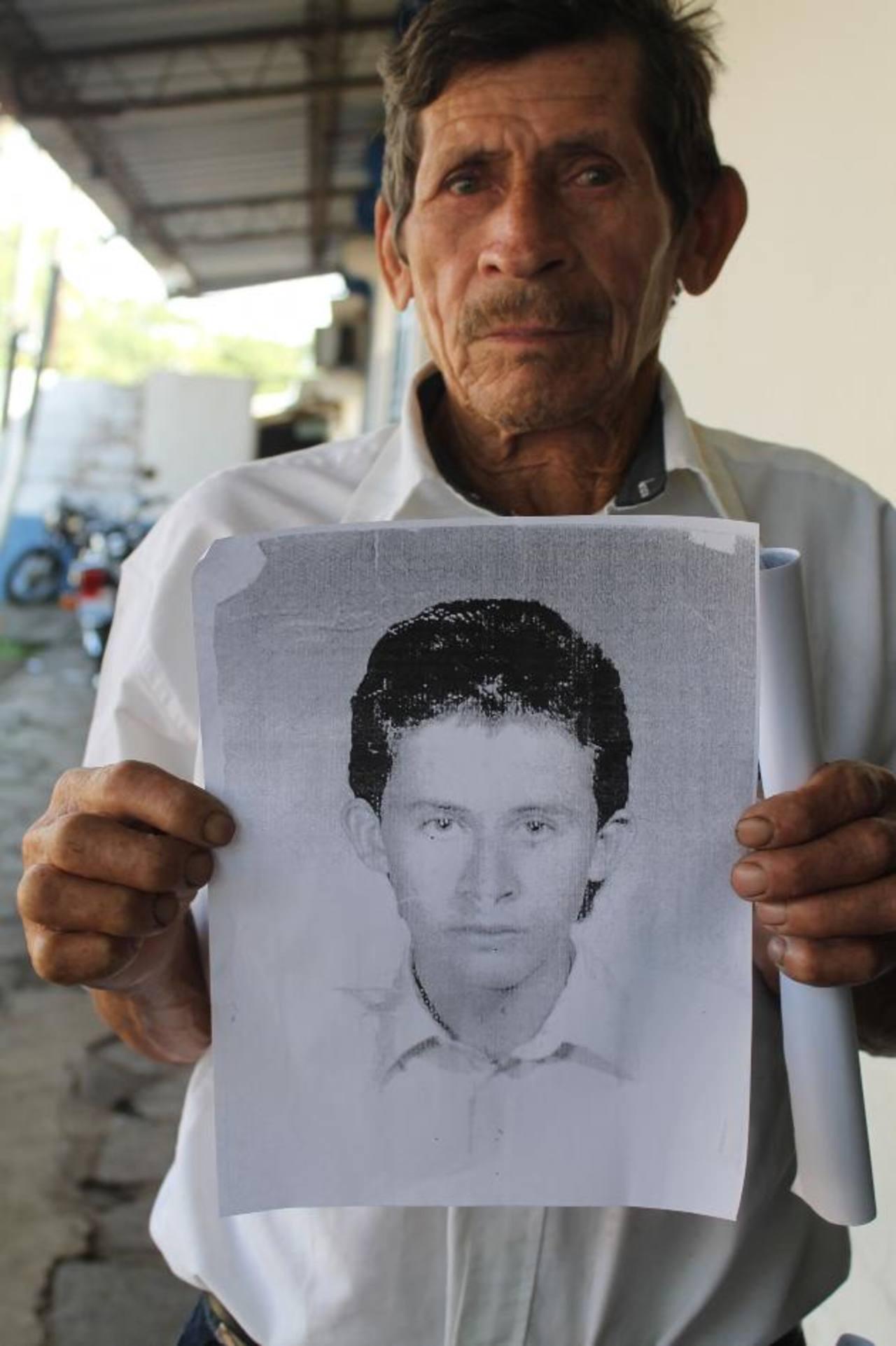 Cualquier información del paradero del joven, pueden hacerlo al 7452-5331. Foto EDH / Roberto Díaz Zambrano
