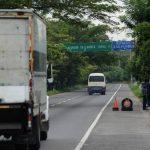 La autopista hacia el aeropuerto internacional de El Salvador, en Comalapa, se ha convertido en un lugar de riesgo para la población por los continuos robos y asaltos a vehículos particulares en esa carretera. Foto EDH / Archivo.