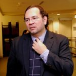 Es profesor asistente en Relaciones Internacionales de la Universidad Internacional de Florida.