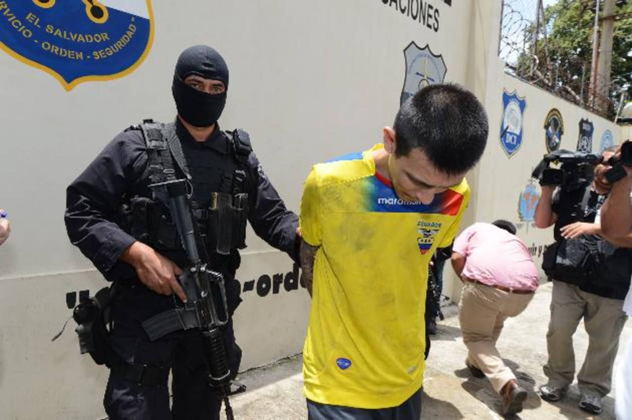 El acusado fue detenido anoche por agentes de la PNC y fiscales.