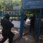 Tras las amenazas de los pandilleros, la Policía llegó a la escuela. FOTO EDH /Mauricio Pineda