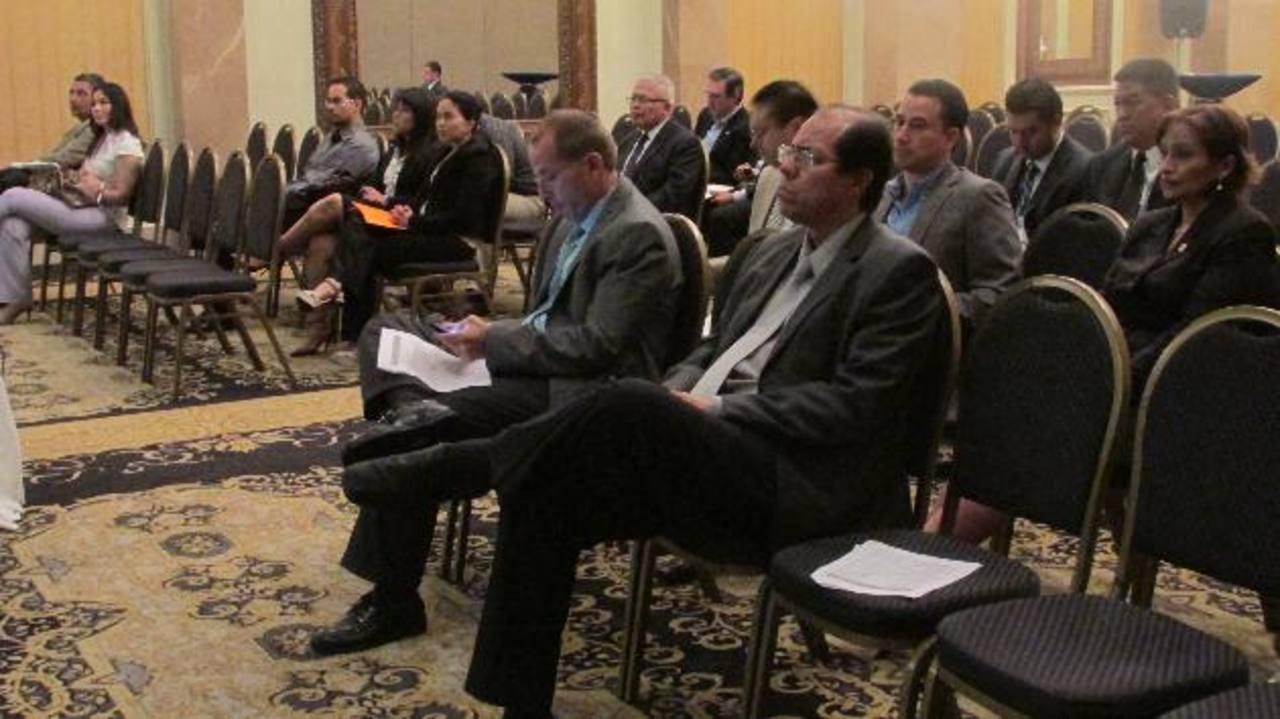 Empresarios participaron en audiencia de la AMP. Foto EDH