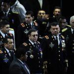 El general Munguía Payés (centro) en su reciente visita a la Asamblea para rendir su informe de labores. Foto EDH / archivo