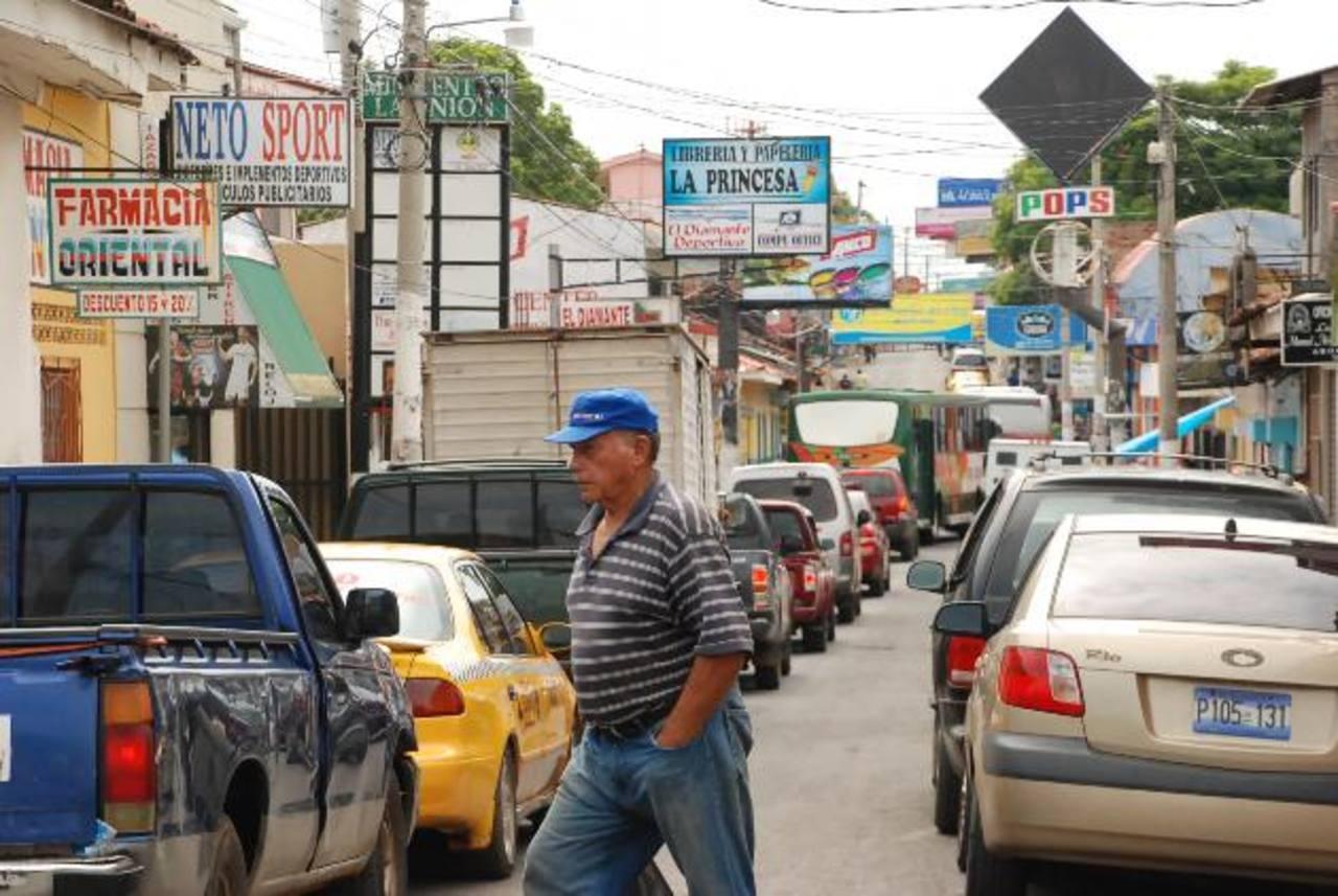 Los atracos se han registrado tanto en viviendas como en negocios en la zona del centro de la cabecera. Foto edh / Insy Mendoza