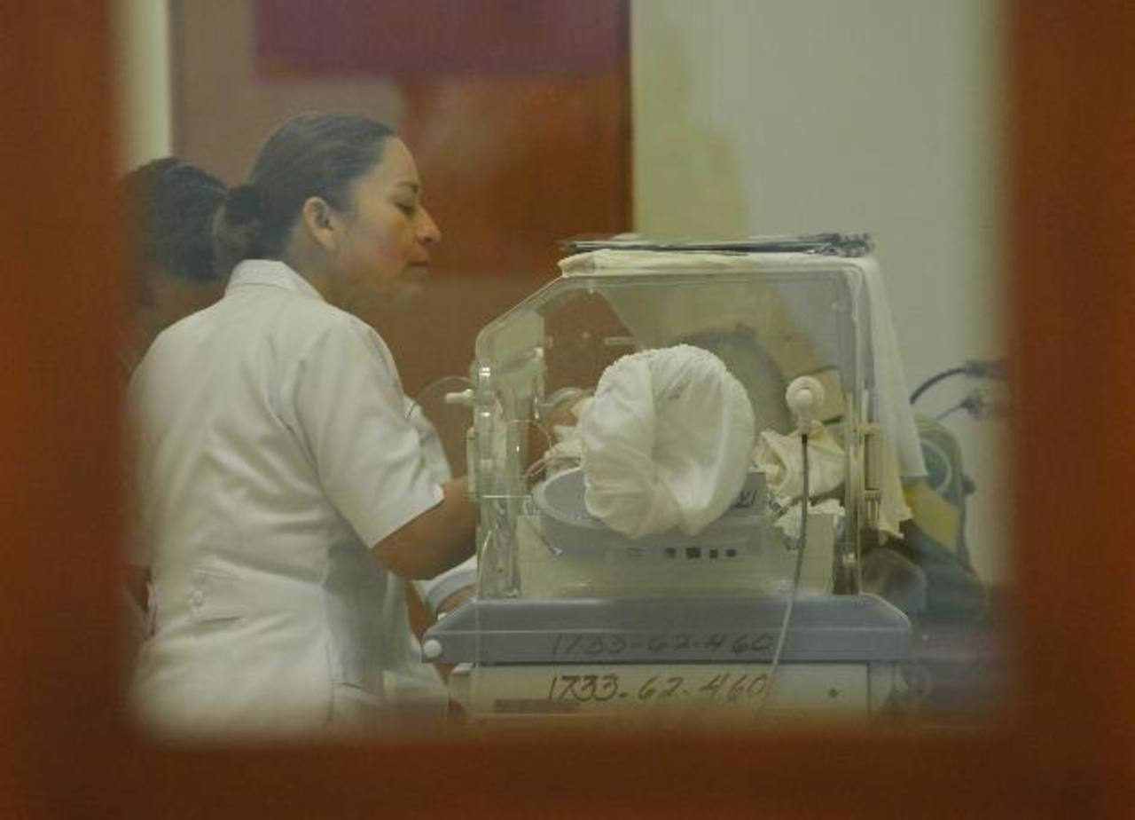 A inicio de semana, las siamesas fueron trasladas al hospital Rosales para realizarles una resonancia magnética, un estudio de imágenes detallado. foto edh / archivo