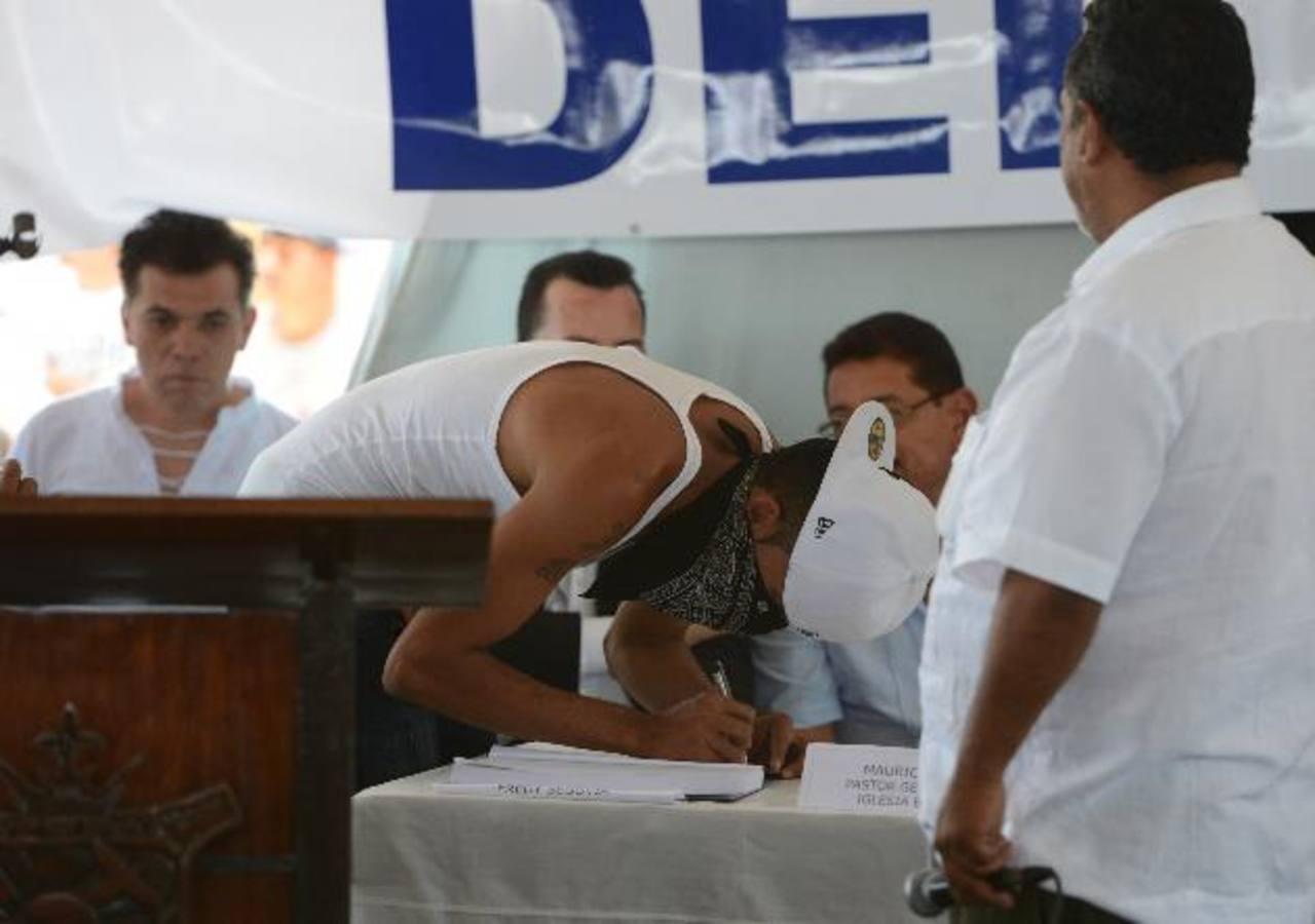 El mediador Raúl Mijango insistió en defender el proceso de pacificación que, según él, seguirá adelante con una segunda fase que son los municipios libres de violencia. Foto EDH / Archivo