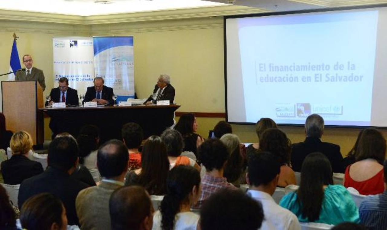 """El estudio """"El Financiamiento de la Educación en El Salvador"""" señala los bajos niveles de inversión del país en este rubro. Fotos EDH / René estrada"""