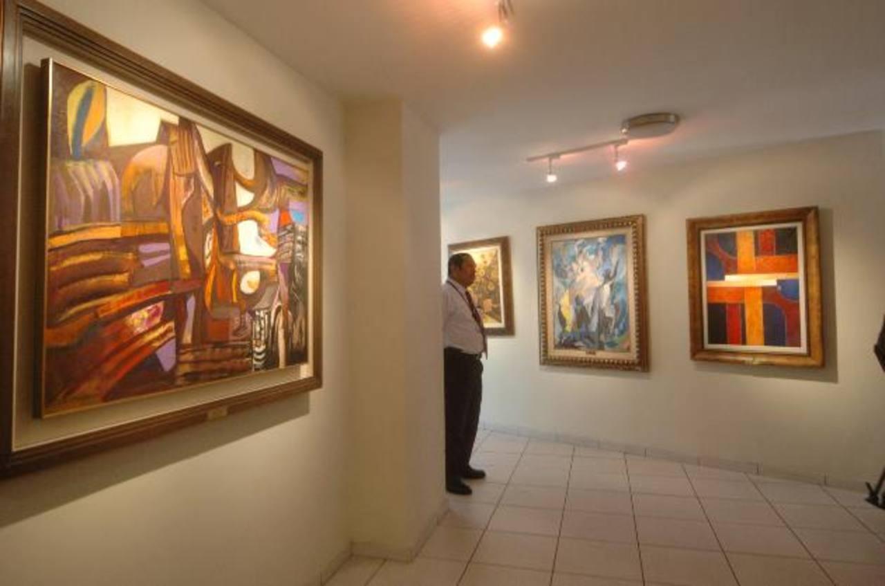 Según el diputado del PCN Francisco Merino, la Asamblea gastó cerca de $120 mil en la adquisición de obras de arte durante 2012, y que no tenían inventario actualizado. Foto EDH / archivo