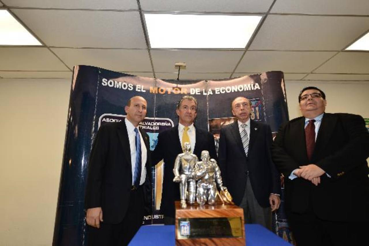 Presidente de los industriales, Javier Simán, Jaime Roberto Palomo -de ADOC-, Víctor Saca, y Tharsis López de la Asociación Salvadoreña de Industriales. foto edh/ omar carbonero