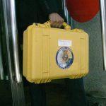 Técnicos y policía científica llegan al juzgado de Santiago para analizar las cajas negras del tren siniestrado el 24 de julio.