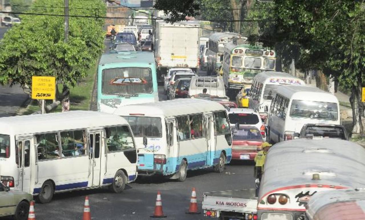 El Sitramss busca modernizar el sistema de transporte público, pero ha causado polémica. foto edh / jorge reyes