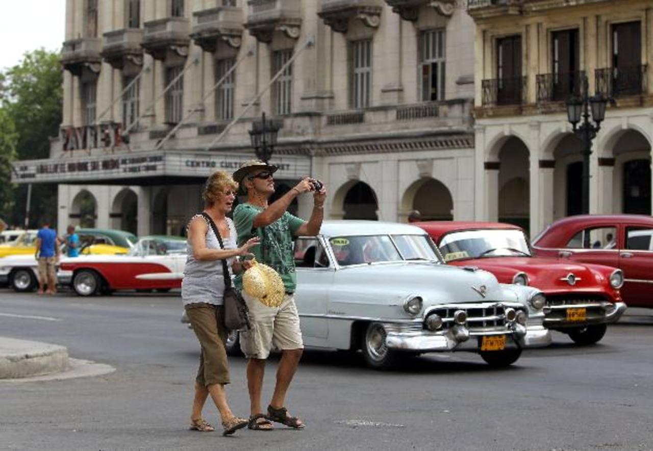 Las reformas económicas buscan atraer más inversión extranjera a la isla, por ahora dependiente del turismo. foto edh / archivo