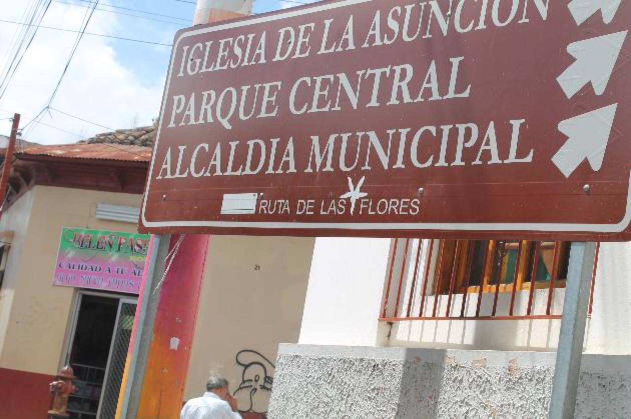"""Habitantes de Ahuachapán aseguran que no hay parque central, sino """"La Concordia"""". Foto EDH / Roberto Díaz Zambrano"""