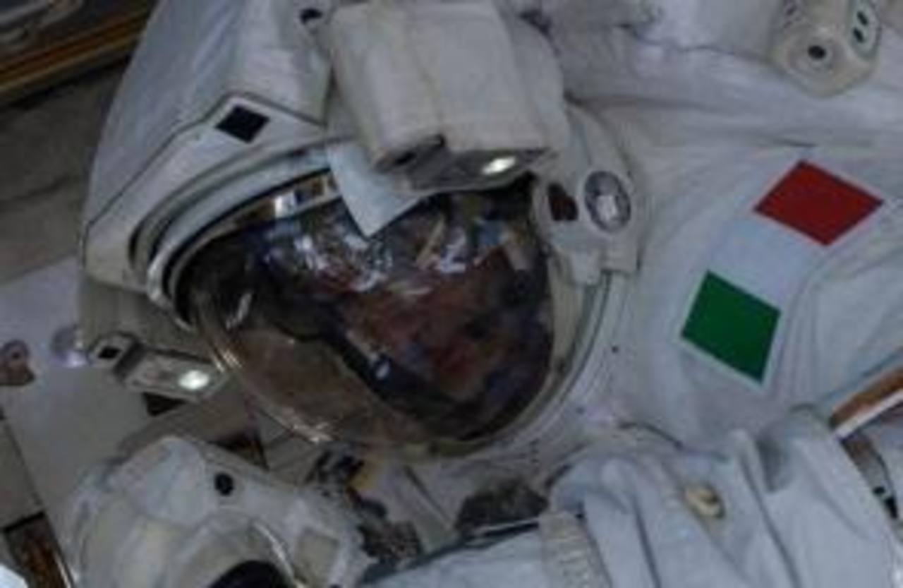 El atronauta Luca Parmitano es el primer italiano en realizar una caminata en el espacio. Foto/ Archivo