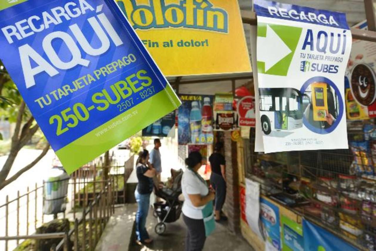 Subes colocó publicidad en algunos de sus puntos de venta hace dos semanas. Fotos EDH / Marvin Recinos