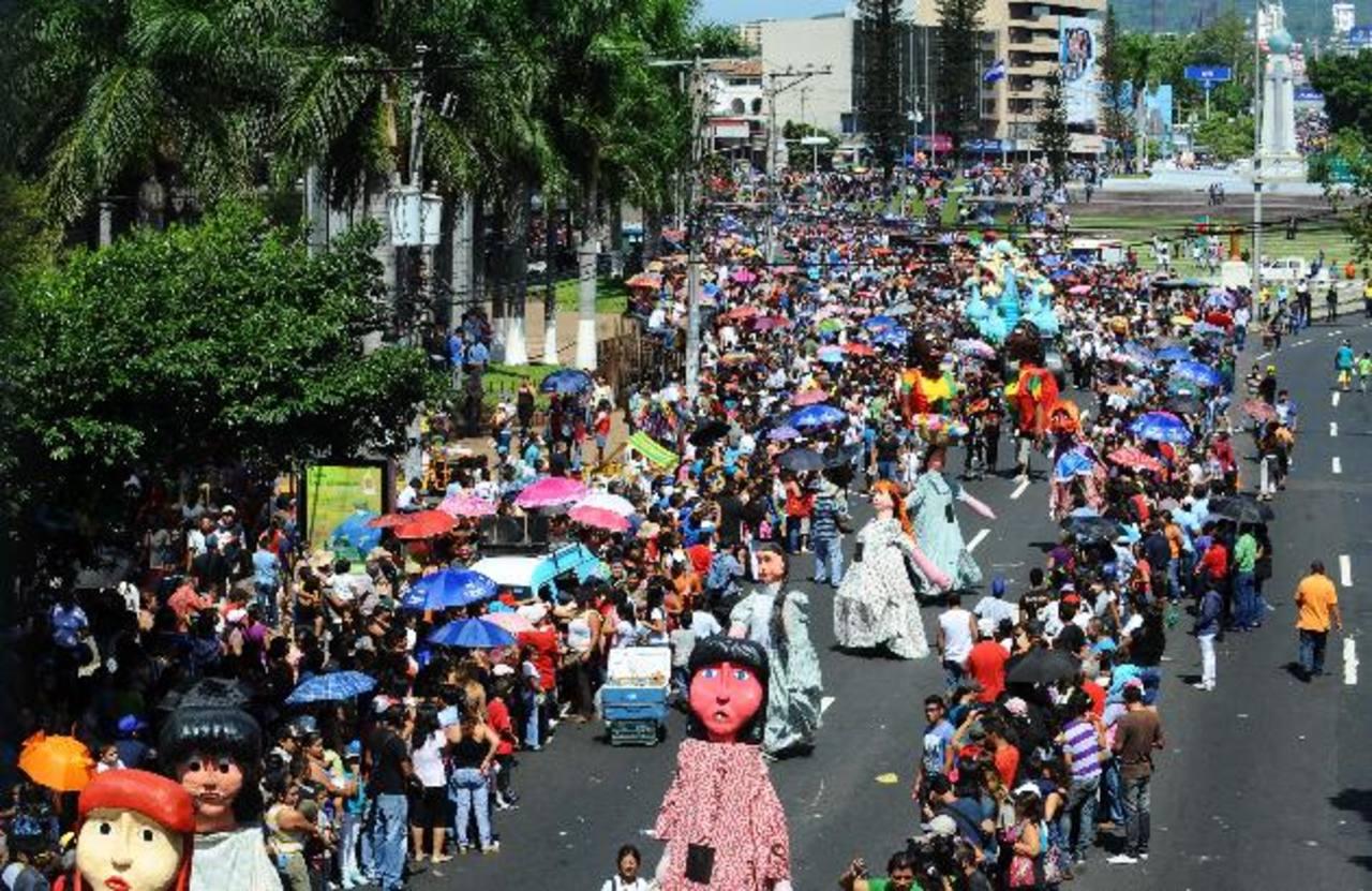 El desfile de Correo saldrá el 1 de agosto de la Plaza Salvador del Mundo hacia el Parque Cuscatlán. Foto EDH / ARCHIVO