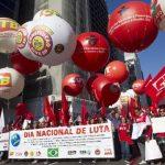 Los sindicatos de Brasil salieron ayer a las calles de todo el país para demandar mejoras laborales en el llamado Día Nacional de Lucha. Foto EDH / ap