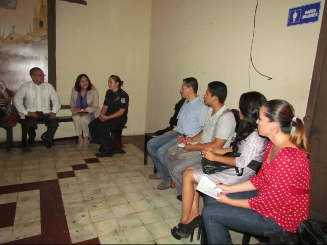 La filial occidental de la APES fue fundada hace cuatro meses y las jornadas formativas son las primeras actividades que realizan en Santa Ana. Foto EDH /mauricio guevara