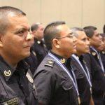 Parte de la primera promoción de ascensos de sargento a subinspector de la PNC. Foto Cortesía PNC