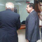 Samayoa y su abogado, Nelson García, a su llegada a la Asamblea. Foto EDH Edmee Velásquez