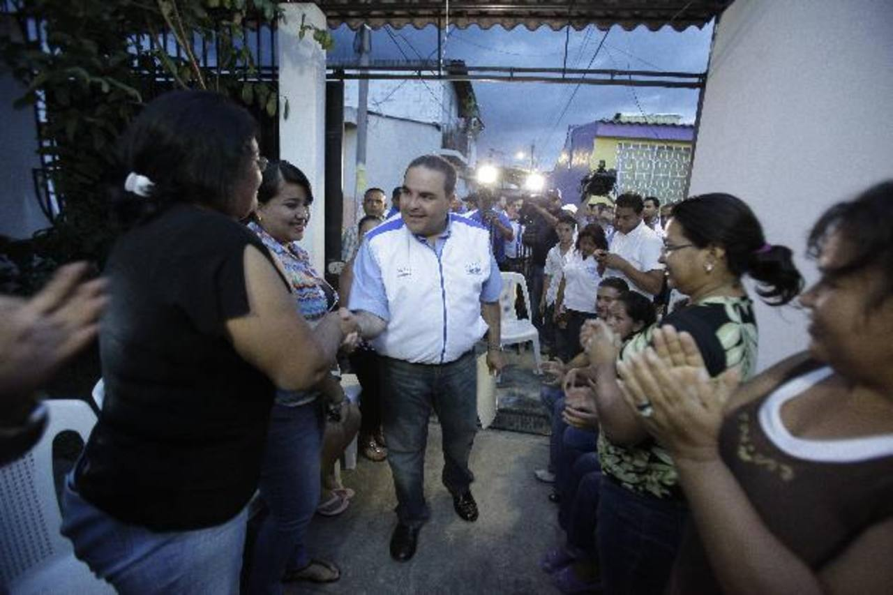 El candidato por el movimiento Unidad se reunió ayer con líderes de casas Unidad, en Santa Lucía. Foto EDH / cortesía