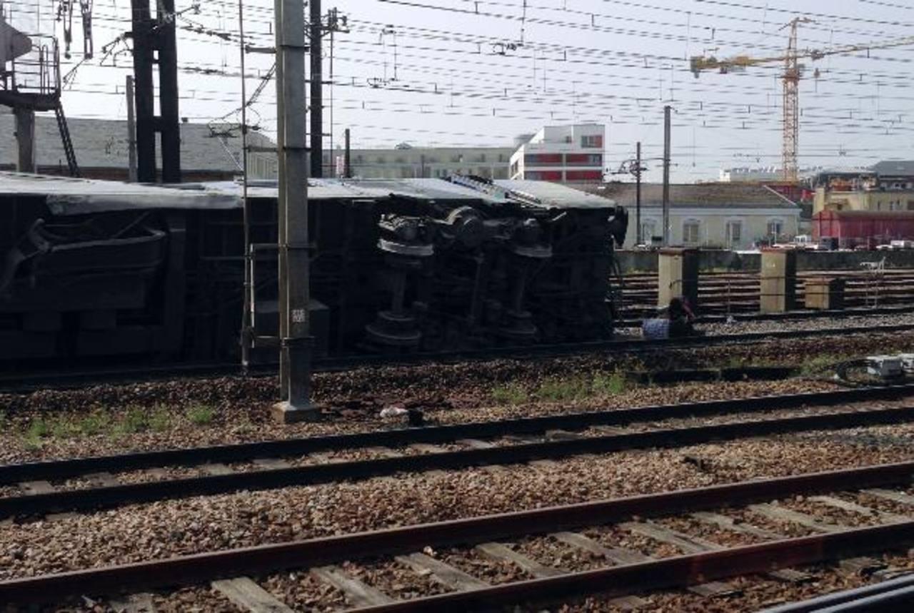 Se descarrila tren al sur de París; 7 muertos