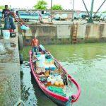 Los tres pescadores salieron el miércoles pasado del muelle artesanal de Acajutla a eso de las 2:00 de la tarde. La embarcación naufragó el jueves por la noche. Foto EDH / archivo