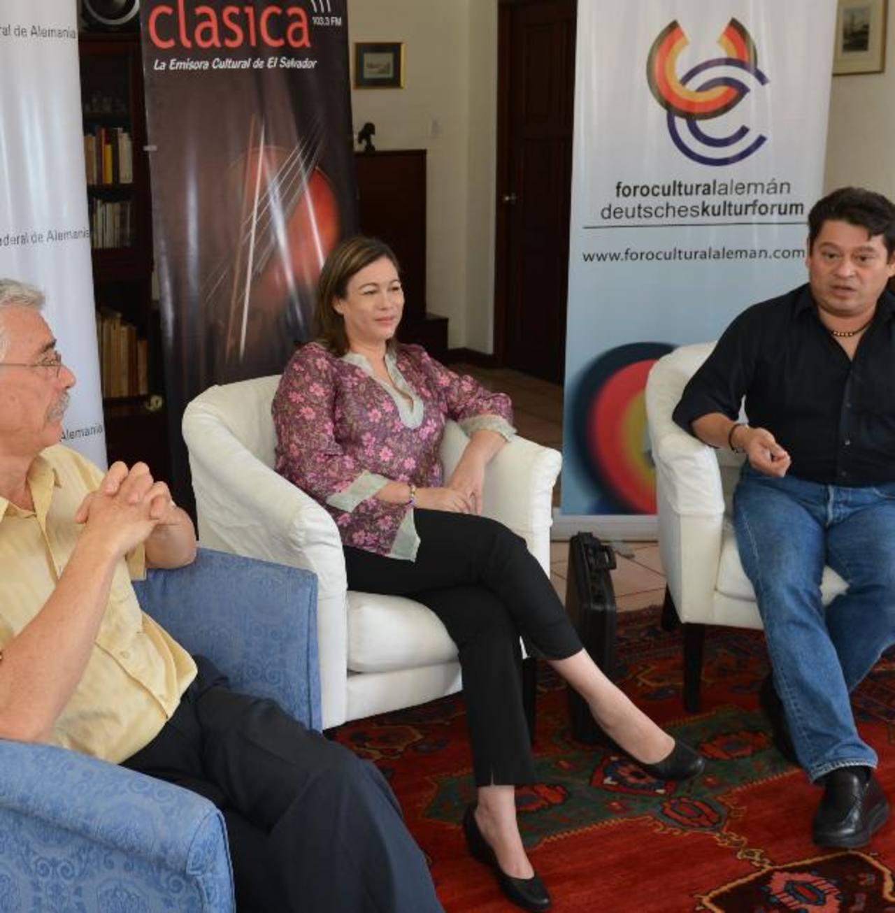 Gerhard Wiech, Elizabeth Trabanino y Juan Fernando Villafuerte. Foto EDH / douglas urquilla