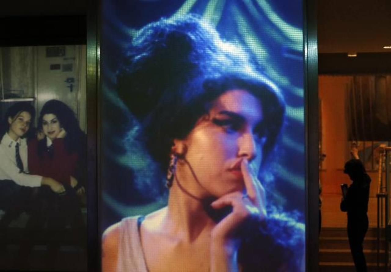 """Fotografías de Amy Winehouse forman parte de la exhibición """"Amy Winehouse: un retrato familiar"""". Foto/ AP"""