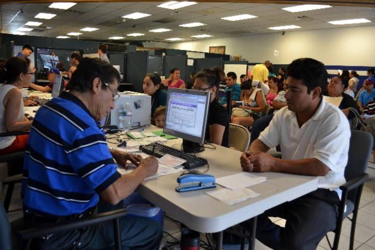 En consulados en Washington DC y Woodbridge hubo un aumento de solicitantes salvadoreños. Foto EDH / tomás guevara