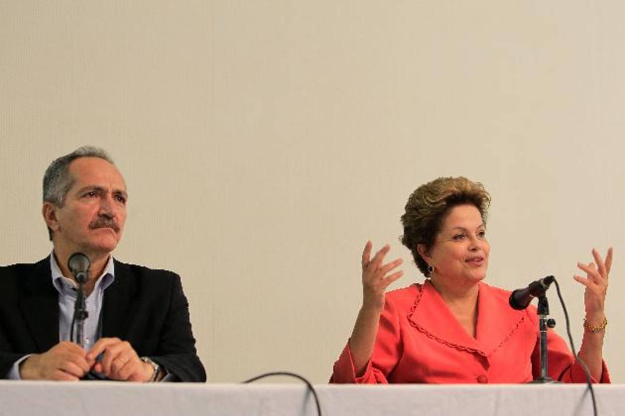 La popularidad de la presidenta de Brasil cayó 27 %.