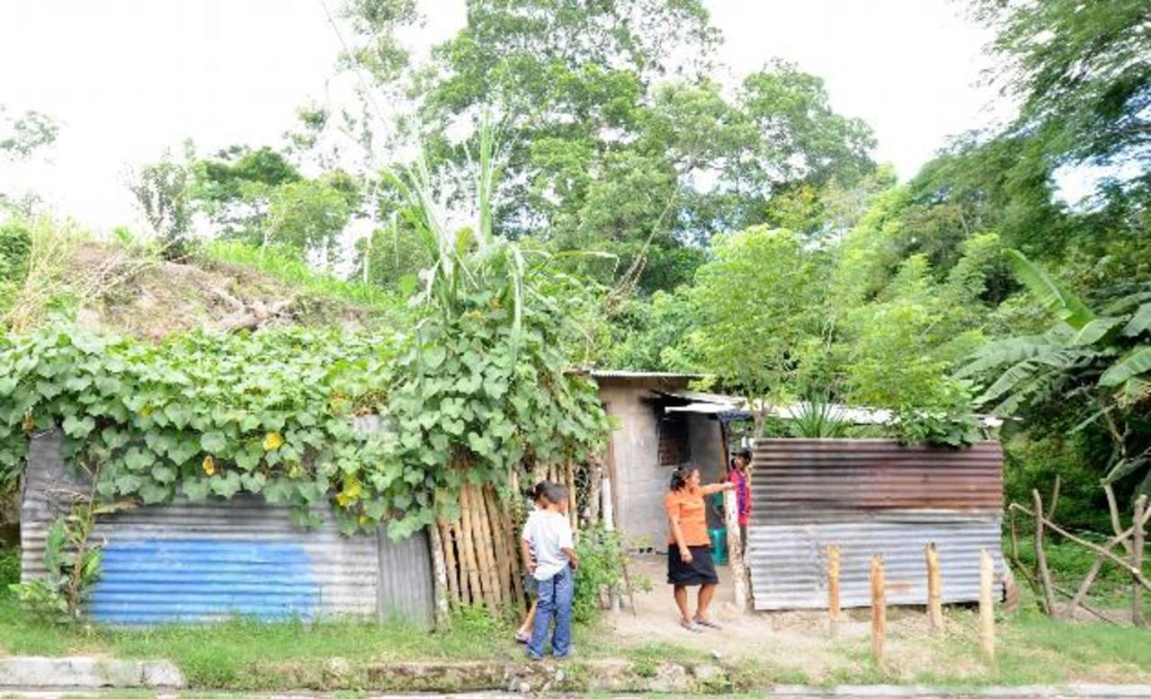 Vivienda donde fue asesinada Magdalena de Torres, de 53 años, en San Pedro Perulapía, Cuscatlán. Foto EDH / Claudia Castillo