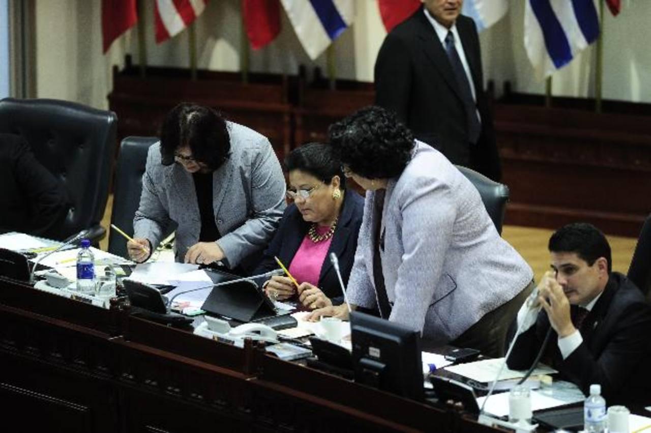 El grupo de mujeres parlamentarias pidió que no restituyan a Samayoa por cuestiones éticas. Foto EDH / jorge reyes